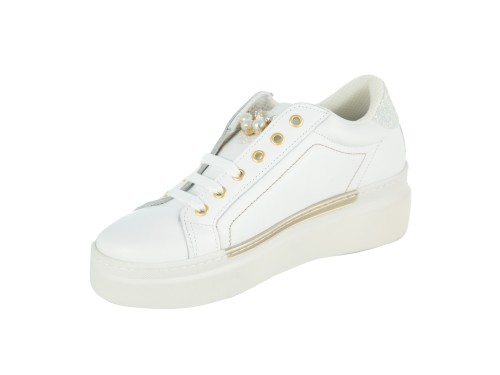 Sneakers in  pelle con applicazione