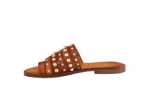 Sandali in pelle di vitello con borchie